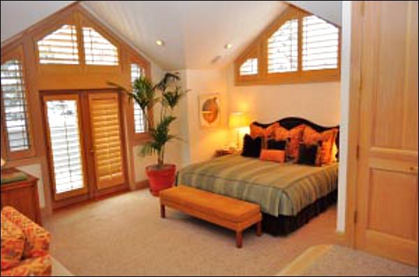 Master Suite with King Bed/Bathroom/TV/Deck - River location - Walk to shops and restaurants (8362) - Aspen - rentals