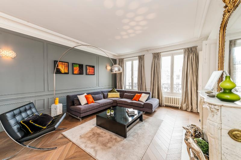 LUXURY APARTMENT IN THE 7TH - EIFFEL TOWER VIEW! - Image 1 - 7th Arrondissement Palais-Bourbon - rentals