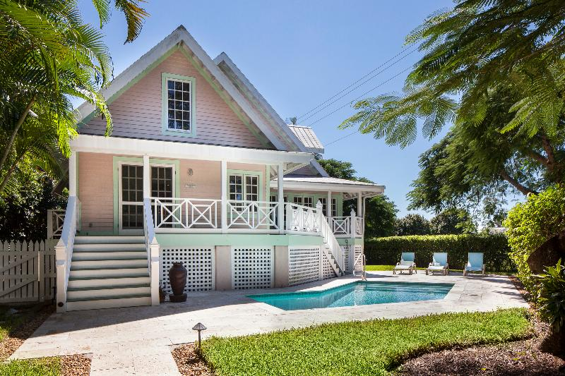 Royal Palm Cottage - Walk to Fifth Ave and Gulf Beaches - Old Naples' Royal Palm Cottage Walk to Beach and Fifth Ave - Naples - rentals