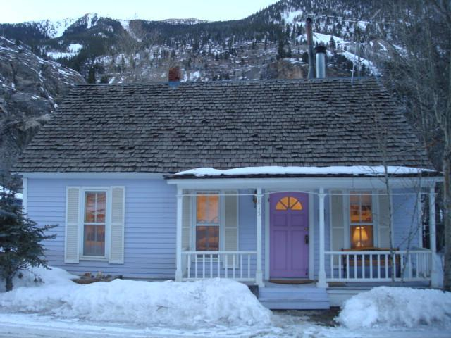 LITTLE VICTORIAN COTTAGE ON CLEAR CREEK 2 BDRM/1 BA, MOUNTAIN/HILL VIEW - LIL COTTAGE: SKI LOVELAND, RAFT CLEAR CREEK - Silver Plume - rentals