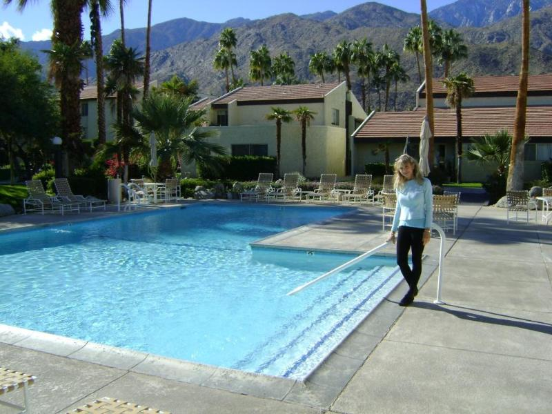 Large magnificent pool with picturesque views - Biltmore Condo Home 2 Bdrm 2 Bath +Den, Phase 2 - Palm Springs - rentals