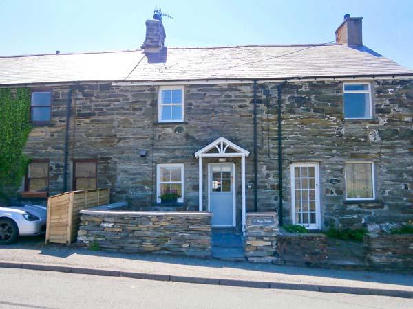 2 BRYN TIRION, romantic retreat, outstanding views, woodburning stove, in Llan Ffestiniog, Ref 12868 - Image 1 - Llan Ffestiniog - rentals