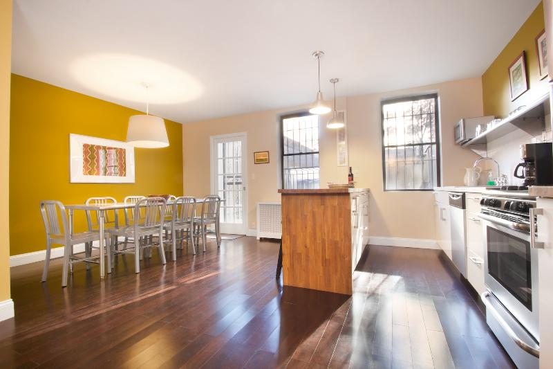 Open Kitchen & Dining Room - City Glam - LEGAL 4 Bedroom for a NYC Experience - Manhattan - rentals