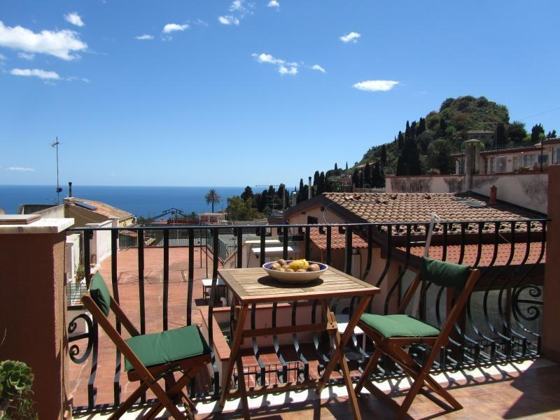 Terrace overlooking the sea and city center - Taormina center! Beautifull flat with a sea view! - Taormina - rentals