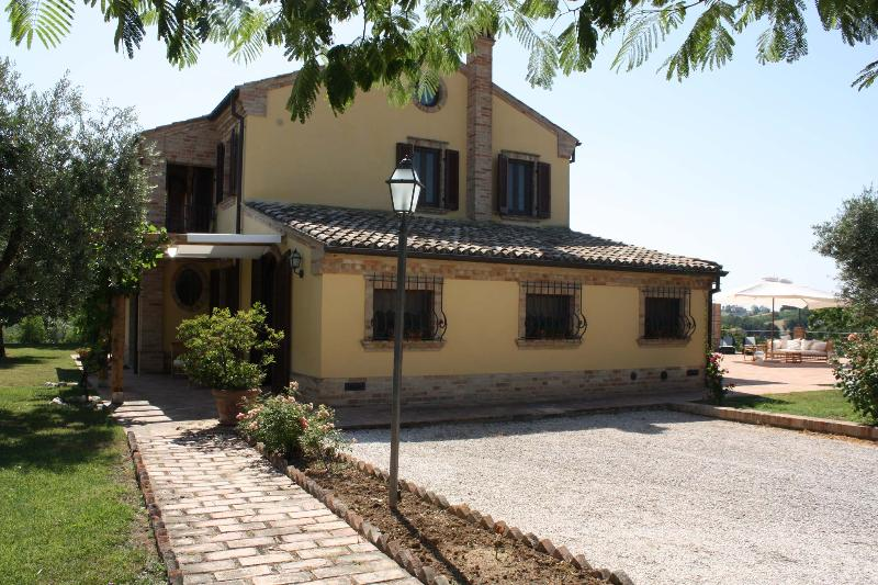 Private villa with pool at 15 km from the coast - Image 1 - Morrovalle Scalo - rentals