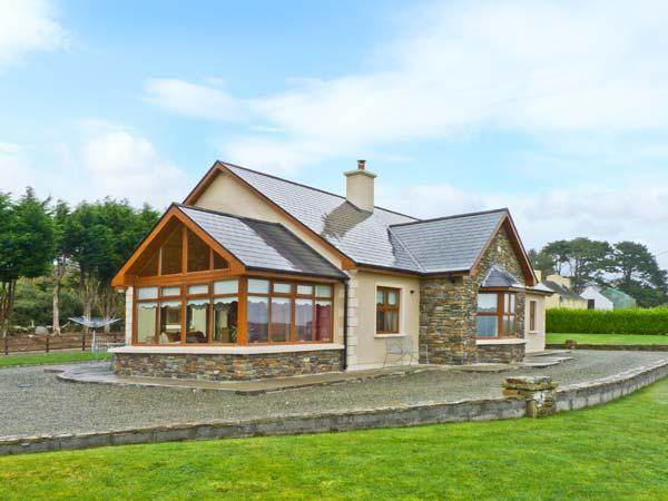 CAOLA NUA all ground floor, two sitting rooms, lovely views in Kilcrohane Ref 20174 - Image 1 - Kilcrohane - rentals