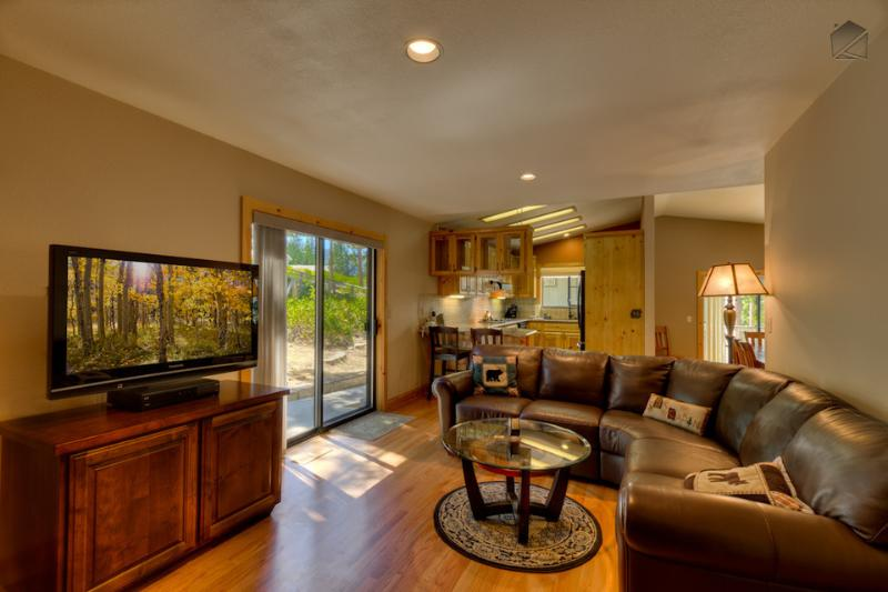 Relax on the big couch and watch a movie with everyone on the flatscreen TV. - Forest hill house minutes away from Heavenly ski resort and casinos - Lupine Lodge - South Lake Tahoe - rentals