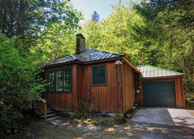 Creekside Cabin - Woodstove, Hot Tub, Dogs OK - Image 1 - Mount Hood - rentals