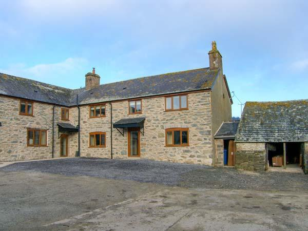 TYDDYN, stone farmhouse, with woodburner, enclosed patio, parking, and games room, near Ruthin, Ref 21161 - Image 1 - Ruthin - rentals