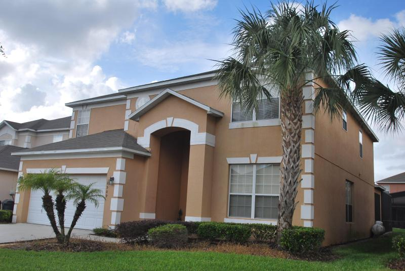 Front view of the house - Luxurious 7 Bedroom w/ Pool/Spa next to Disney - Kissimmee - rentals