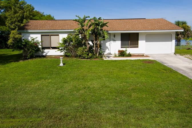 Addy by the Lake - front view - Lakefront home, 4 sleeps with heated pool - Port Charlotte - rentals