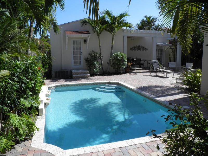 Pool looking at back of house - Mediterranean Style House with Pool - West Palm Beach - rentals