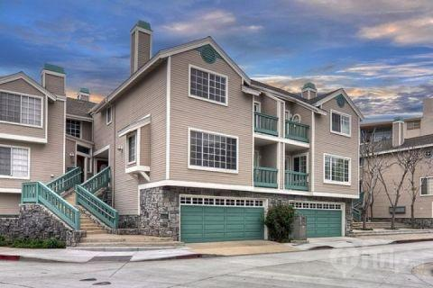 Attractive 2BR / 2.5BA Recently Upgraded Condo, Short Stroll to Ocean Beaches and Newport Bay (451186) - Image 1 - Newport Beach - rentals
