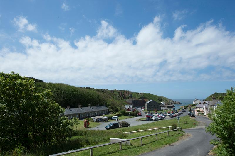 Five Star Pet Friendly Holiday Home - Harbour View, Porthgain - Image 1 - Porthgain - rentals