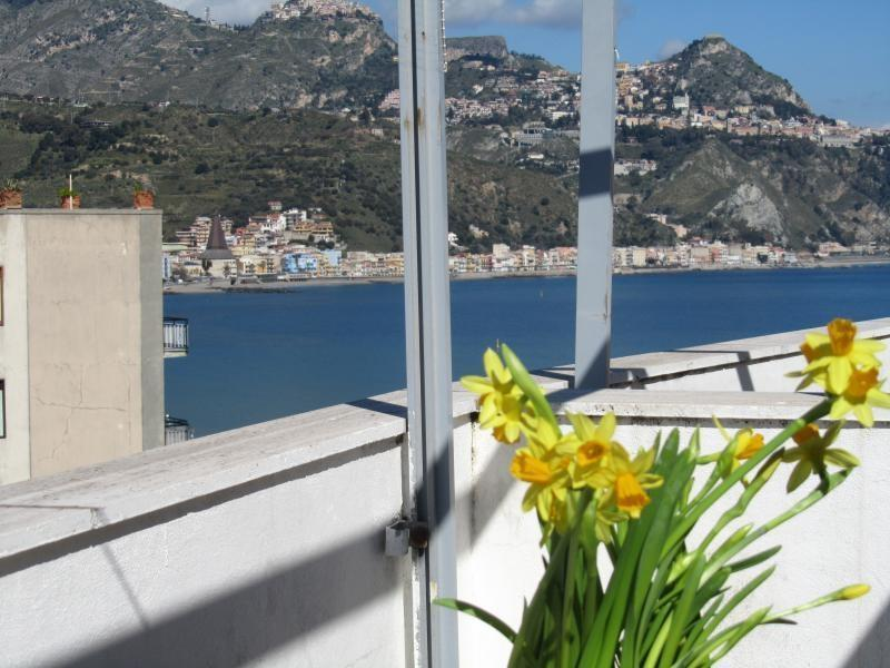 Amazing view from the open terrace - Seafront apartment with great view over sea & Etna - Giardini Naxos - rentals