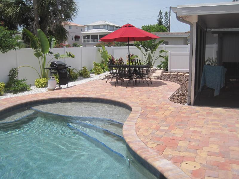 Sapphire Surf - Heated Pool, North End, 1 Level - Image 1 - Anna Maria - rentals