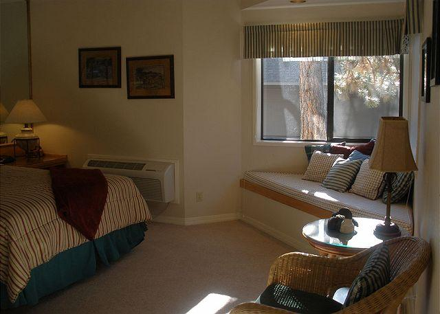 Sunshine - One bedroom suite steps from the Old Mill - Don't book a hotel book me! - Bend - rentals