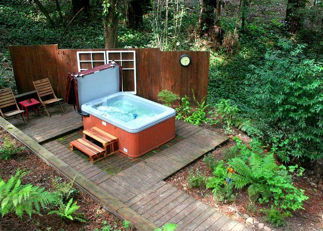 """""""The Little Red House!"""" Hot Tub! 5 min walk to Golf Course! Brand NEW Rental! - Image 1 - Guerneville - rentals"""