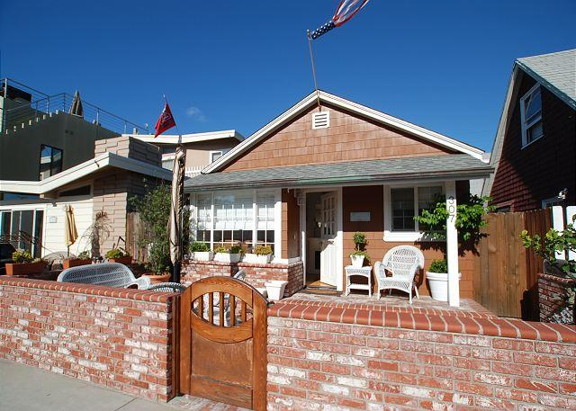Adorable Beach Cottage! Front Patio & Courtyard! (68265) - Image 1 - Newport Beach - rentals