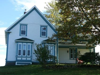 Heart of the Ocean Cottage is located in the seaside community of West Green Harbour, Nova Scotia - Heart of the Ocean Cottage, Lockeport, Nova Scotia - Lockeport - rentals