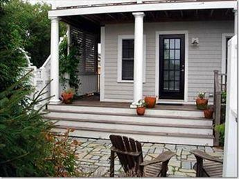 Another view of front porch and patio - 28 Conwell Street 114112 - Provincetown - rentals