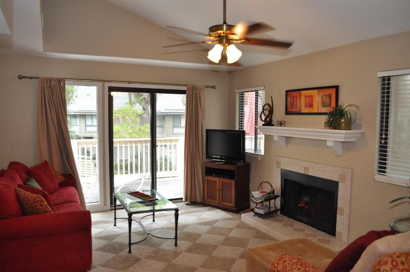 Updated & Closest to the Beach Villa w/FREE Tennis - Image 1 - Hilton Head - rentals