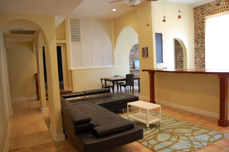 Huge Open Floor Plan - Telfair Loft 213: Condo by Shopping & Restaurants - Savannah - rentals