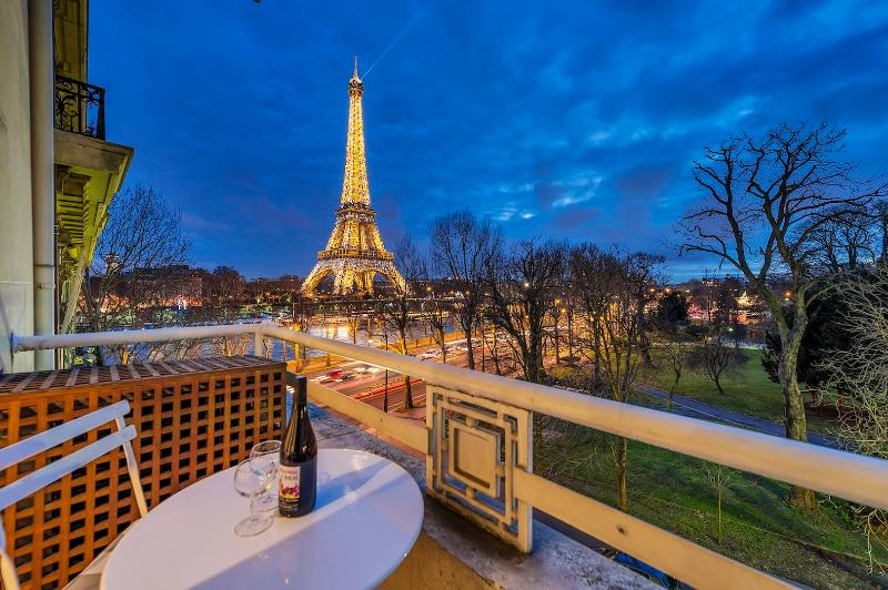 **EIFFEL TOWER VIEW**2 BEDROOMS + A/C - Image 1 - 16th Arrondissement Passy - rentals