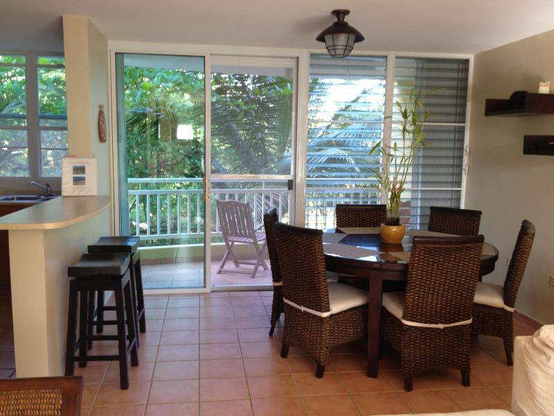 Table for six and breakfast bar - Two bedroom apartment with direct access to beach - Loiza - rentals