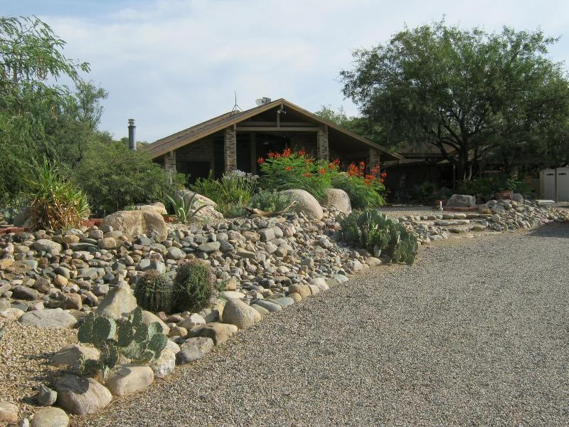 Main house on property and drive approaching house - Casa de Caballo a Unique B&B on a Horse Ranch - Tucson - rentals