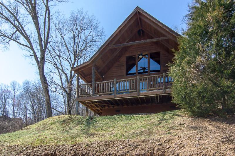 Private Affair-Nestled in the Great Smoky Mountains in Pigeon Forge - Master BR- Sleeps 4  *1.5 miles from DWood/$125 Incl. Tax - Pigeon Forge - rentals