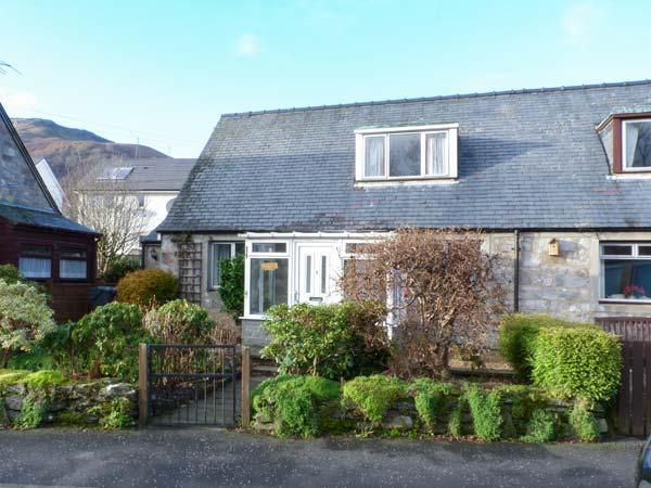LILY COTTAGE, dog-friendly, patio, conservatory, close amenities in Killin, Ref 15595 - Image 1 - Killin - rentals