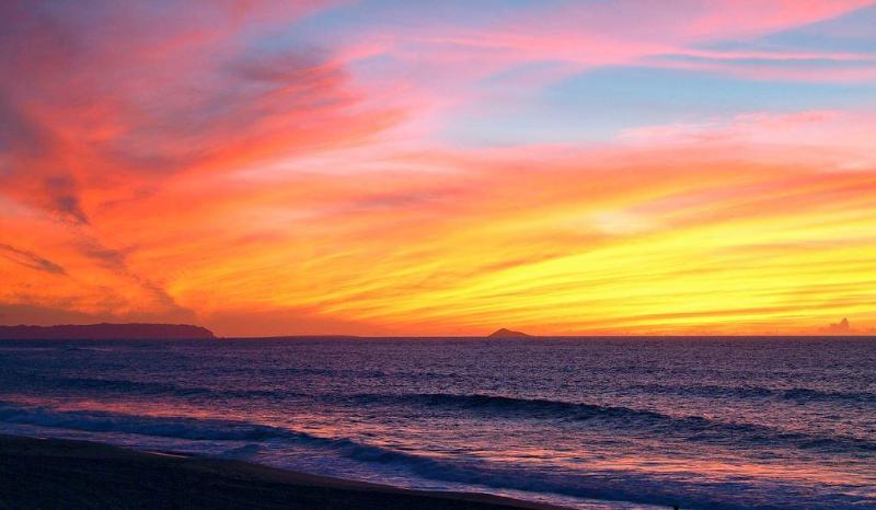 another beautiful sunset - Sept. Special.. 20% OFF  oceanfront, GREAT VIEW - Kapaa - rentals