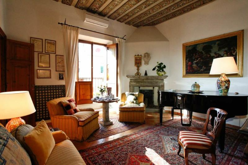 View into the living room with grand piano - Elegant Attico Apartment in the heart of Rome - Rome - rentals