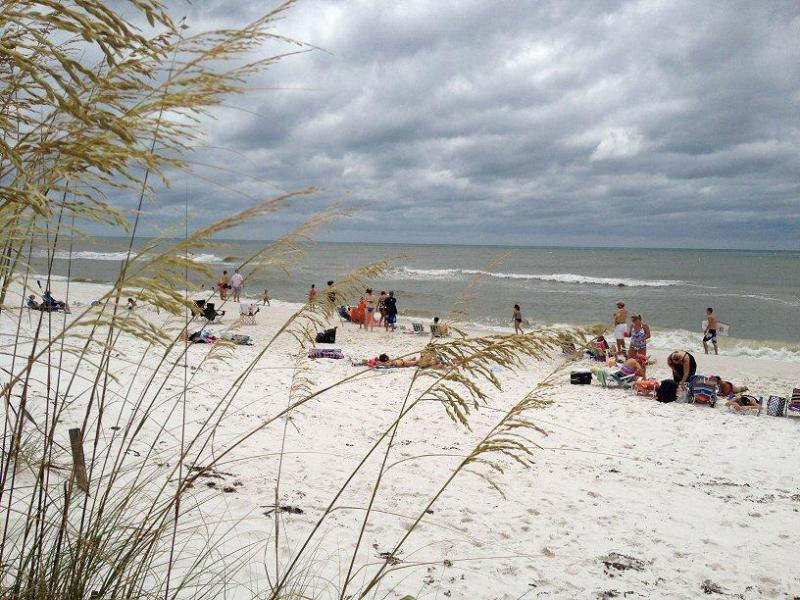 Monthly winter rentals available - L4 - Image 1 - Pensacola Beach - rentals