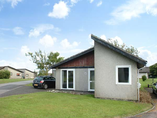 WEST DENE, open plan living, lawned garden, one minute from coast in Isle of Whithorn, Ref 11885 - Image 1 - Isle Of Whithorn - rentals