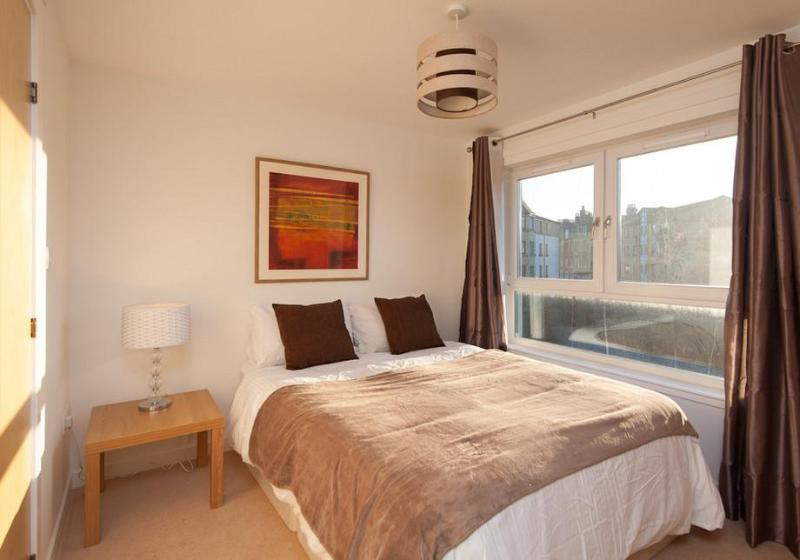 Lochend Park View Apartment - Image 1 - Edinburgh - rentals