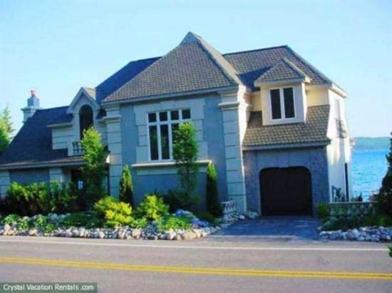 Front View - Crystal Castle - Frankfort - rentals