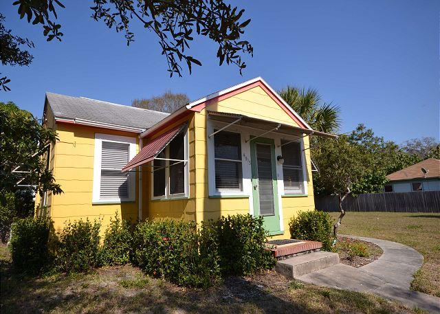 Starfish Cottage - Adorable, Small Pet Friendly, Walk to Gulfport Waterfront! - Image 1 - Gulfport - rentals