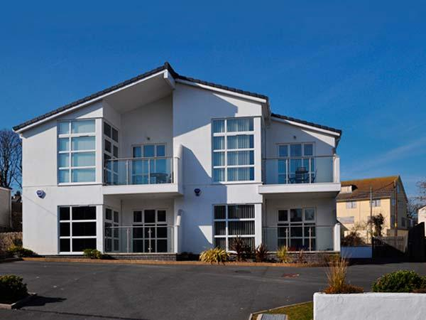 SUNRISE, sea views, close Blue Flag beach, near amenities in Benllech Ref 21954 - Image 1 - Benllech - rentals