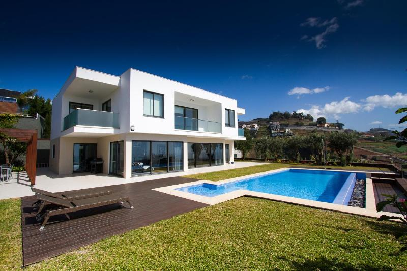 3 bedroom villa with a pool in Funchal - Madeira - Image 1 - Funchal - rentals