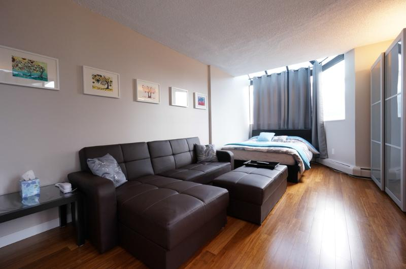 Bachelor / studio suite on Robson St in downtown - Image 1 - Vancouver - rentals