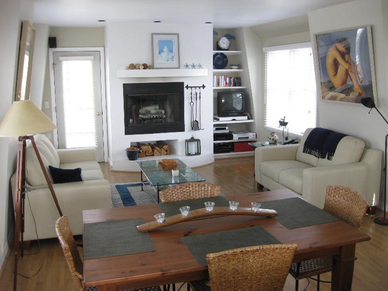 Living Room - ENJOY THIS SUNNY TREEHOUSE WITH PARTIAL WATERVIEW - Provincetown - rentals