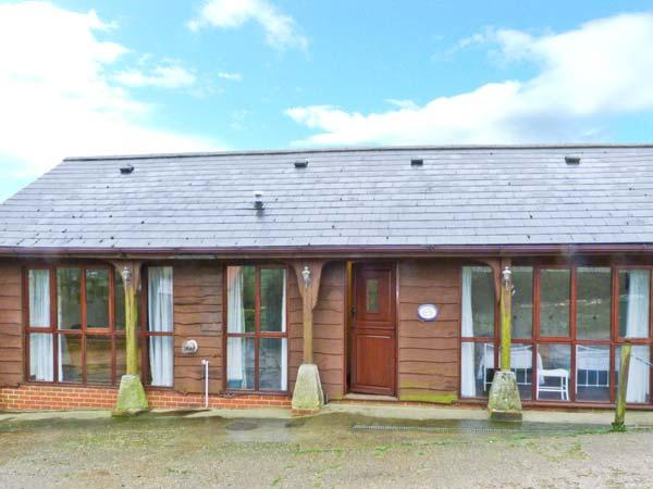 THE CARTHOUSE, all ground floor, enclosed lawned garden, scenic area in Shorwell, Ref 22110 - Image 1 - Shorwell - rentals