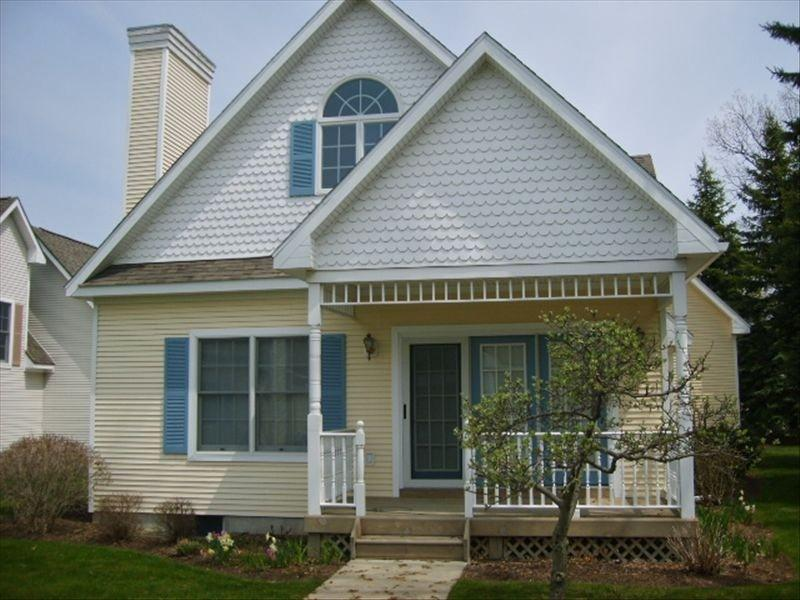 Manistee Cottage Steps from Lake Michigan - Image 1 - Manistee - rentals