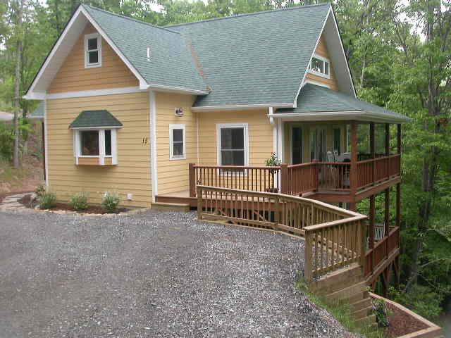 Newer Upscale Home w Views 15 mins to Downtown! - Image 1 - Weaverville - rentals