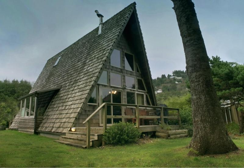 "The Rock Park A-Frame in Yachats!  - Guests Say, ""It's the Coolest House in Yachats"" - Yachats - rentals"