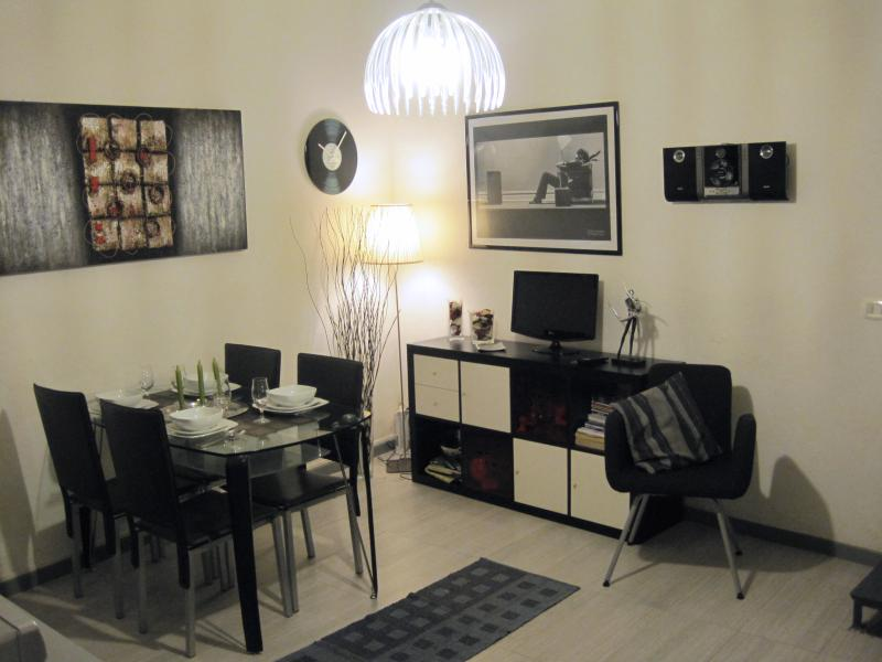 the trendy living room. - LA VANELLA  LOW COST HOLIDAYS - VERY CENTRAL - TRENDY SMALL LOFT - INTERNET WIFI - Naples - rentals