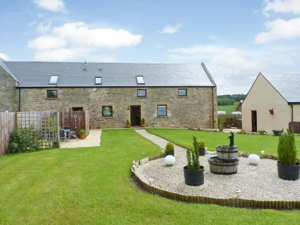 THE GRANARY, family accommodation, Jacuzzi bath, lawned gardens, views of Jedburgh and countryside, in Jedburgh, Ref 17400 - Image 1 - Jedburgh - rentals
