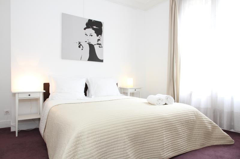 First Bedroom - 05. Large & Central Apartment-St Germain des Prés - 6th Arrondissement Luxembourg - rentals